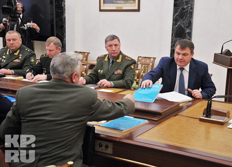 В среду в Кремле, в зале Совета безопасности, президент Владимир Путин провел совещание с руководством Минобороны