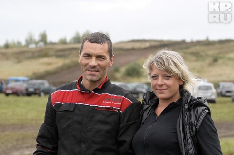 Победитель в зачетной группе Д2-классика - Андрей Силаев с супругой.