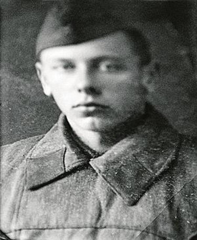 Старший сержант Папанов во время войны командовал взводом зенитной артиллерии.