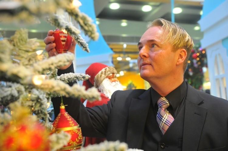 Датский дизайнер Хелле Бринк, поставщик елочных игрушек для королевских дворов Великобритании и Дании.