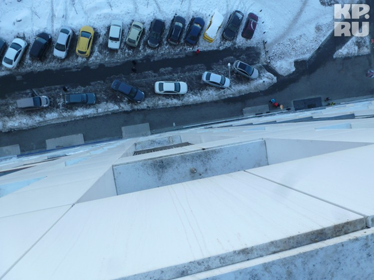 По мнению экспертов-криминалистов, Юля Макарова прыгнула, раскинув руки, будто хотела взлететь