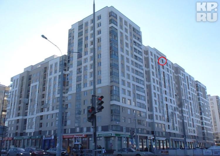 20 февраля приблизительно в 4 часа утра Юля вышла на общий балкон на последнем этаже дома по улице Де Геннина и шагнула вниз.