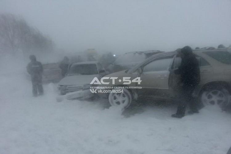 На Колыванском шоссе 9 марта произошло массовое ДТП. Там столкнулись не менее 25 автомобилей.
