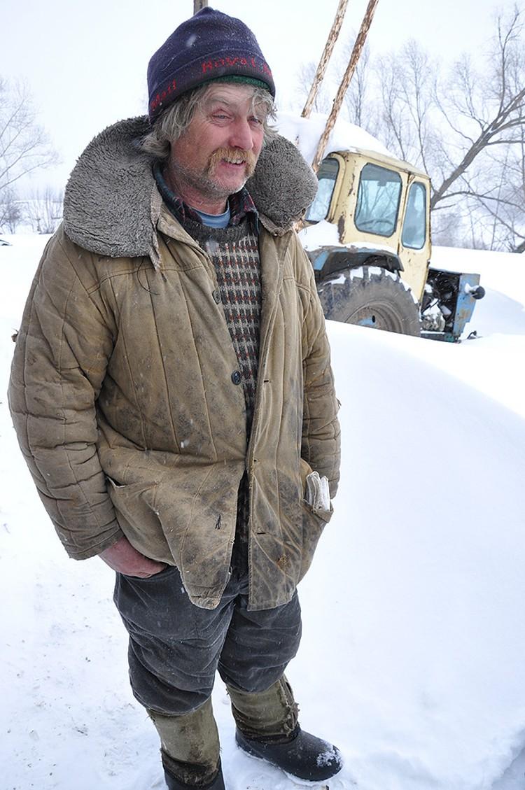 С виду Майкл уже не напоминает англичанина: обычный русский мужик в тулупе. Только улыбается непривычно много.