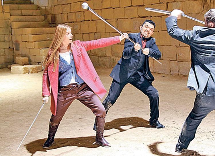 После этих съемок Исполнительница главной роли Анна Андрусенко и в темном переулке не пропадет.