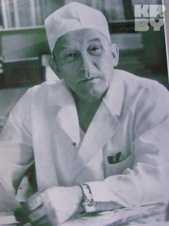 Отношению к профессии Татьяна Вячеславовна училась у своего отца, известного врача Вячеслава Андреевича Мохорта.