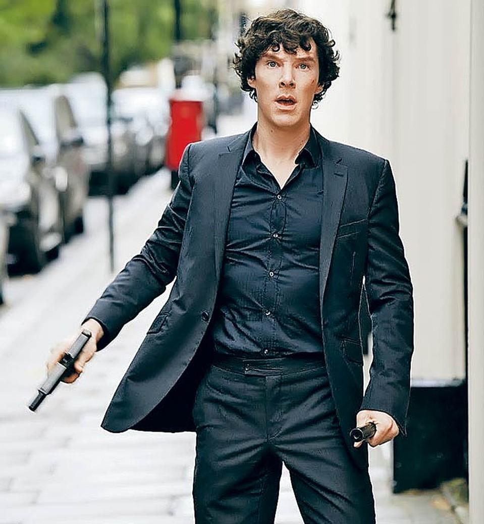 Секси Лара Пулвер – Шерлок (2010)
