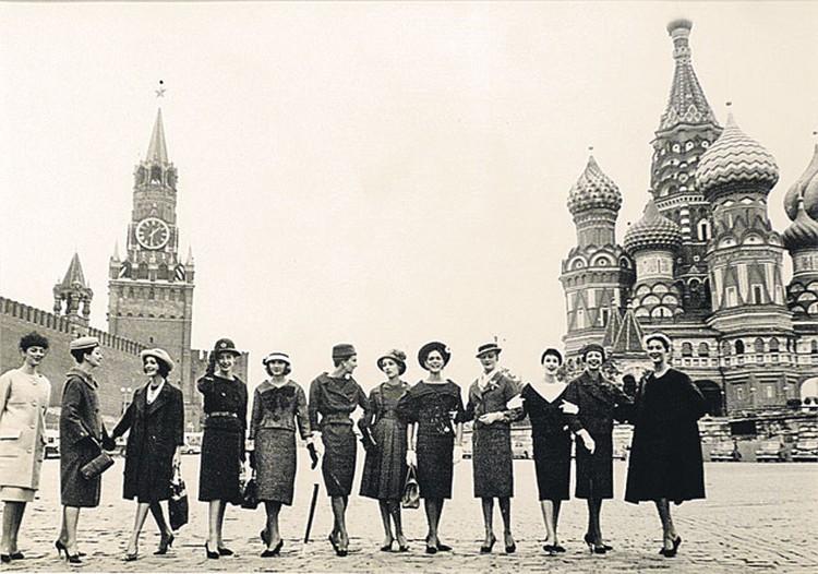 А в 1959-м выход нарядных девушек к Кремлю был равносилен прибытию инопланетян.