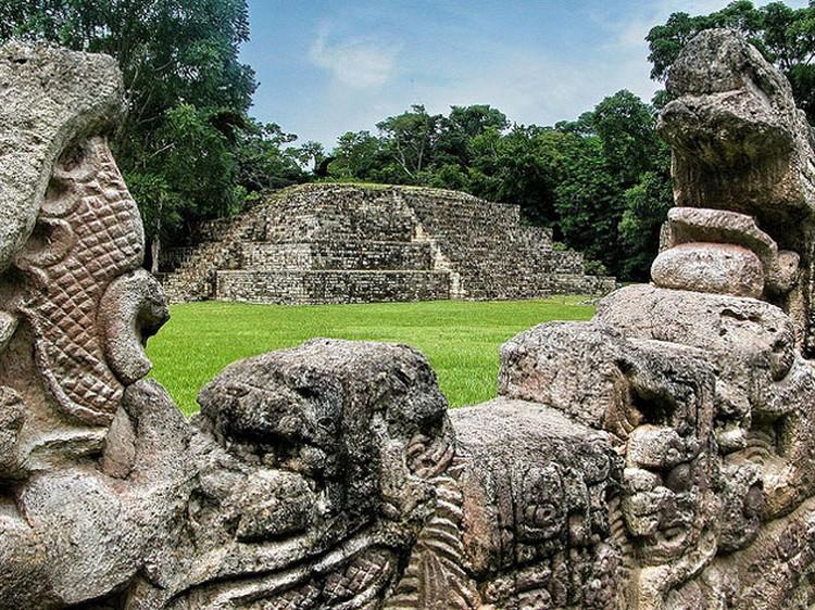 Иероглифическая лестница в Копане содержит самый длинный текст, оставленный таинственной цивилизацией майя.