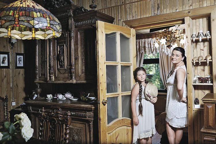 Дом Анастасии Мельниковой - настоящее родовое гнездо, построенное еще в 50-х годах прошлого века ее родителями.