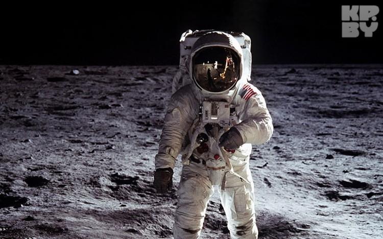 Юрий Елхов считает, что такие тонкие скафандры не могли уберечь космонавтов от радиации, да и систему жизнеобеспечения запихнуть в него было невозможно.