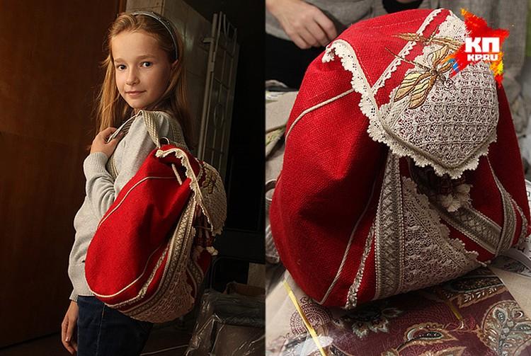 Люба выбрала себе подарок на день рождения рюкзак из льна