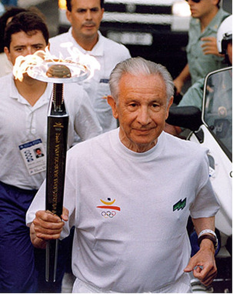 Хуан Антонио Самаранч, бывший президент МОК во время своего этапа Эстафеты Олимпийского огня «Барселона 1992».