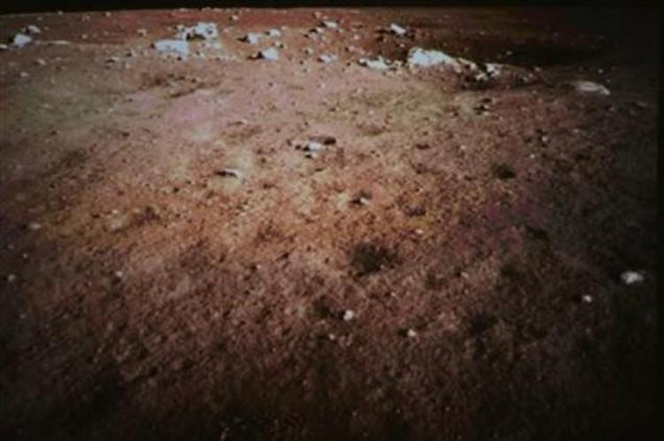 «Нефритовый заяц» сфотографировал поверхность Луны