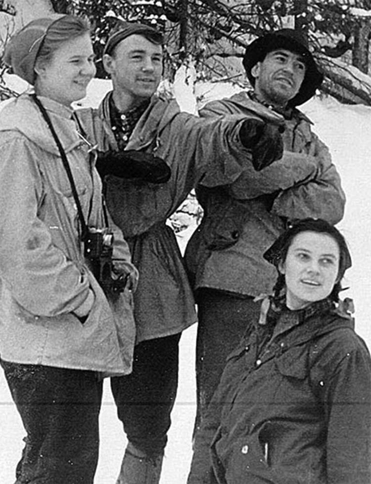 Людмила Дубинина, Рустем Слободин, Александр Золотарёв, Зина Колмогорова.