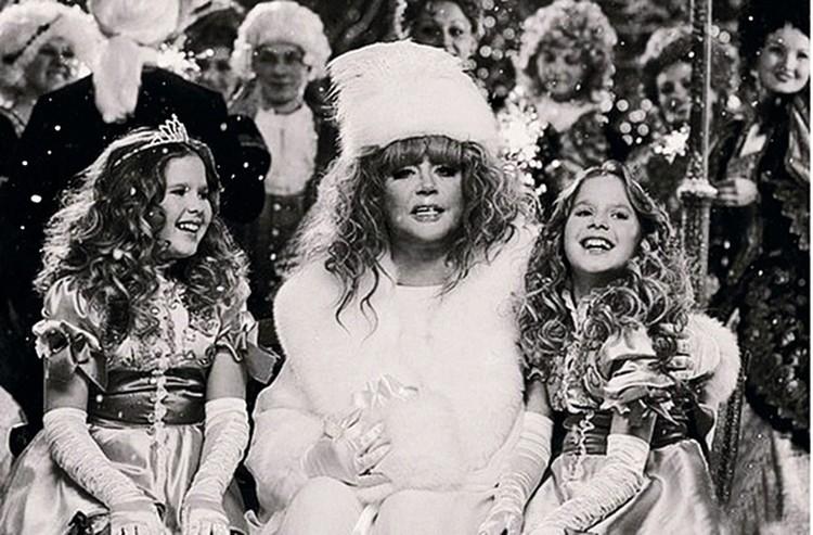 В 2007 году сестры спели трио с Аллой Пугачевой песню «Дин-дон».