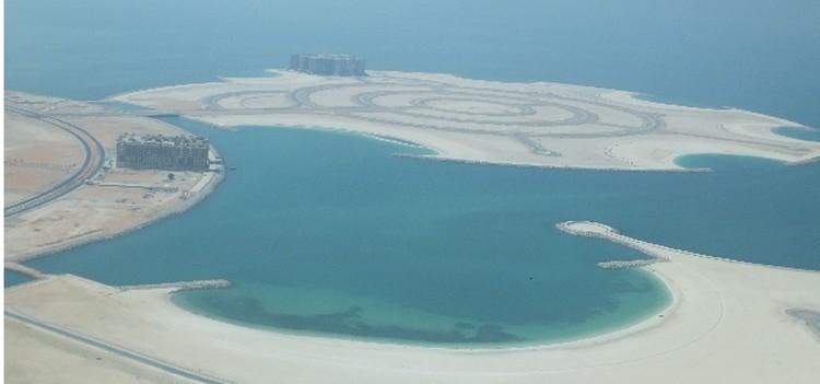 Рас-аль-Хайма только начала строить свои курорты - места еще много.