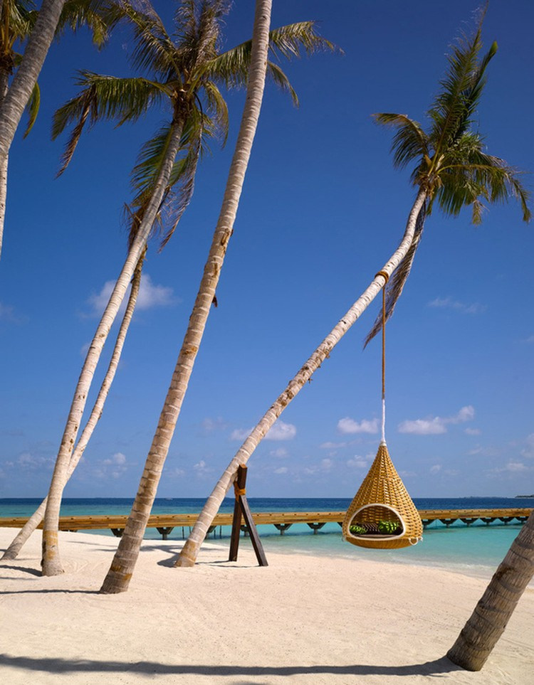 Отель Velaa Private Island Maldives предлагает гостям 43 виллы, стоимость - от 1700 до 16 000 долларов за ночь.