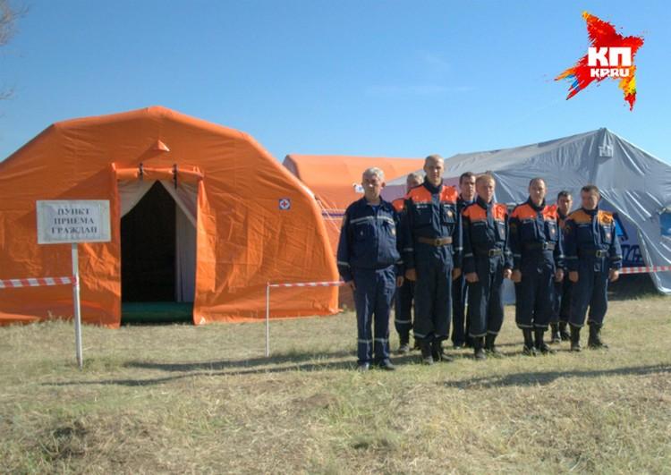 Палатки для беженцев предоставили спасатели.