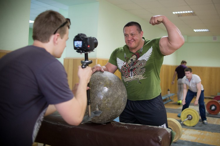 В клипе, снятом режиссером Дмитрием Екимовым, засветился силач Михаил Кокляев