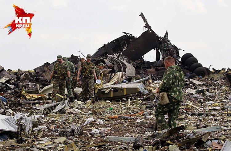 История со сбитым 14 июня над аэродромом Луганска транспортником Ил-76 Воздушных сил Украины обрастает все новыми подробностями и предположениями.