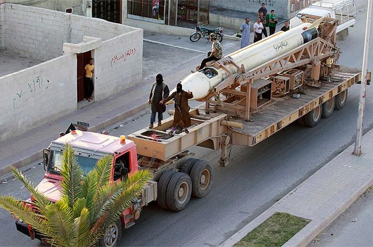На параде в честь провозглашения Халифата исламисты продемонстрировали баллистическую ракету P-17.