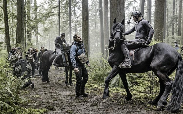 Скачки на планете обезьян: сначала  Энди сам гарцует на лошади...