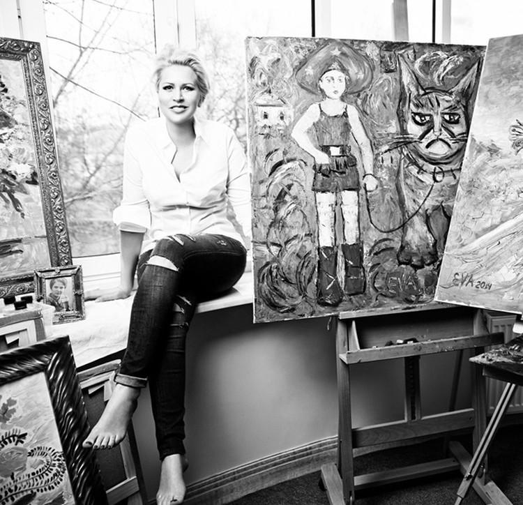 Если раньше ее любимым жанром был натюрморт с преобладанием цветов и котиков, то в последнее время Васильева переключилась на портреты