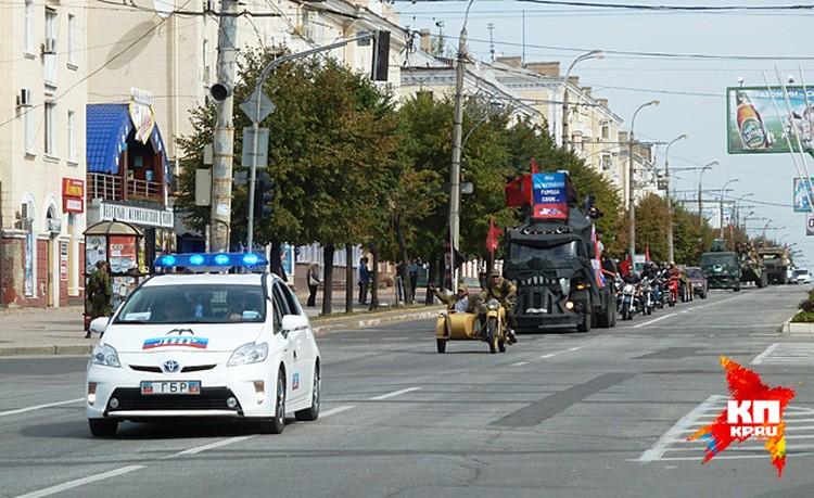 По главной улице парадом