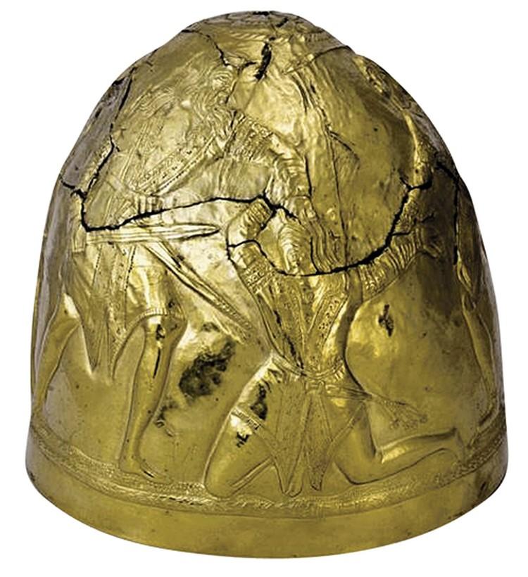 """Парадный шлем скифского воина. IV век до н. э. Золото. 600 граммов. Высота - 16,7 сантиметра, размер 56-й. Фото: """"Центральный музей Тавриды"""""""