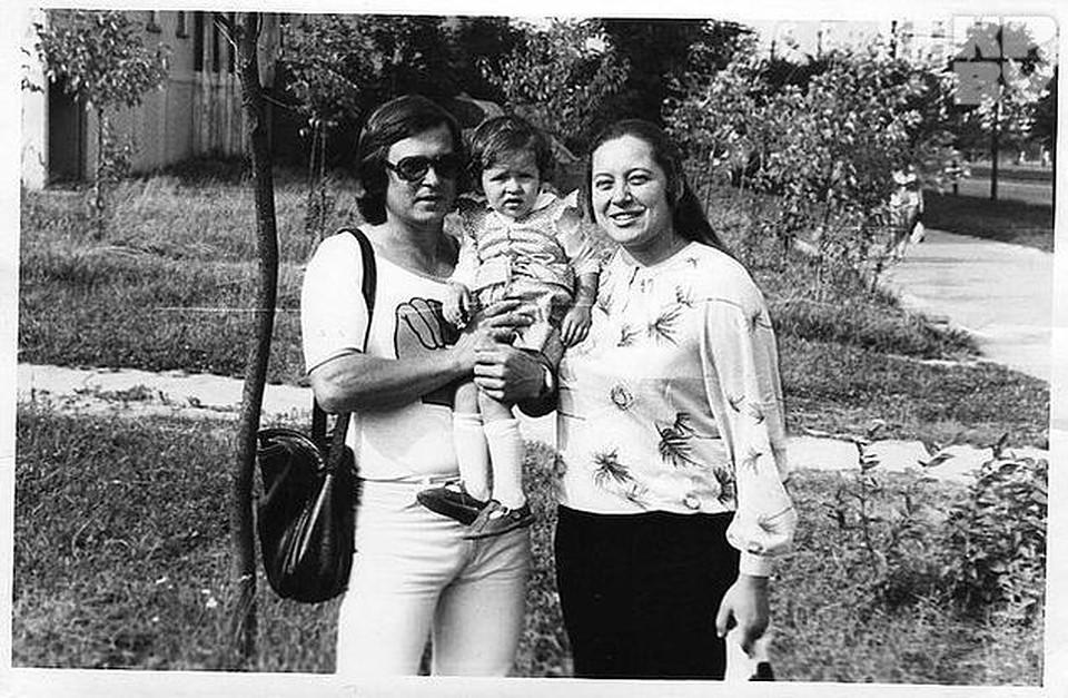 Когда дочка пошла в садик, муж Борис уволился с работы. Фото: семейный архив.