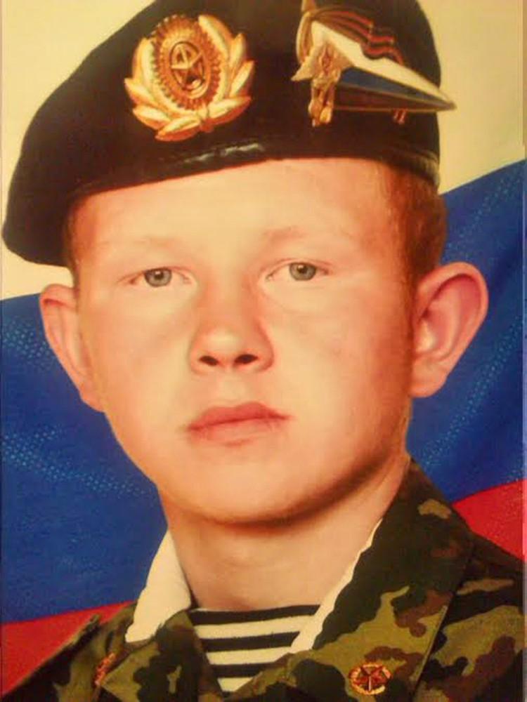 Валерий Пермяков в школе занимался в военно-патриотическом кружке. По словам учителей, мечтал служить в армии.