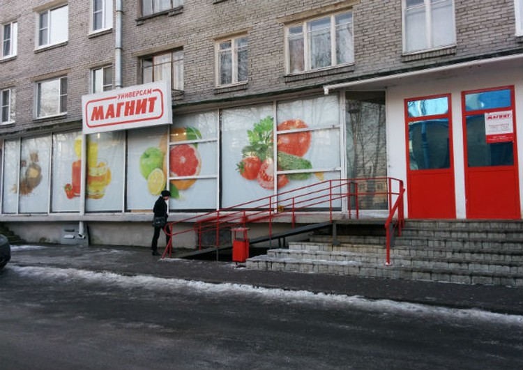 Из этого магазина в Кронштадте женщину увезли в полицию.