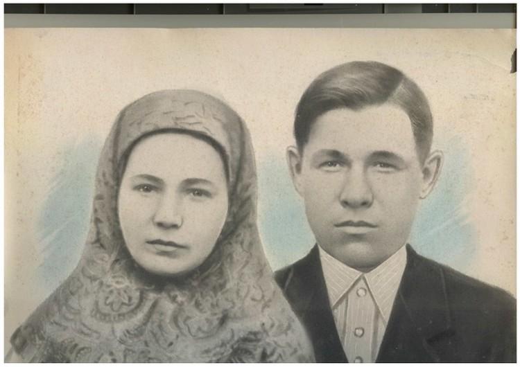 В архиве семьи сохранилась фотография отца и его первой жены.