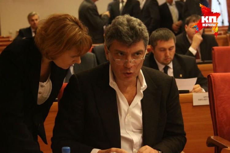 Борис Немцов на заседании думы.