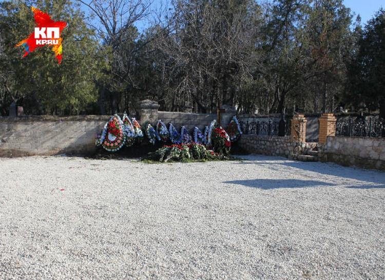 Размер площадки, где похоронен сын экс-президента Украины, примерно 11 на 11 метров.