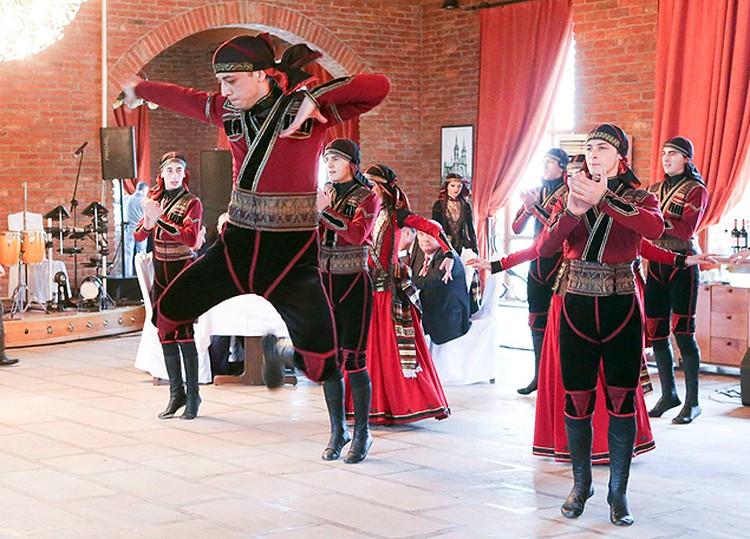 Перед гостями выступили грузинские танцоры. Фото: пресс-служба грузинского президента.