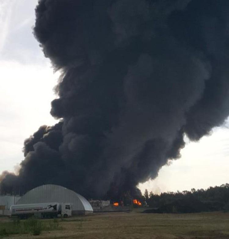 На нефтебазе в Киевской области произошел взрыв. Фото:@AvakovArsen/Тwitter