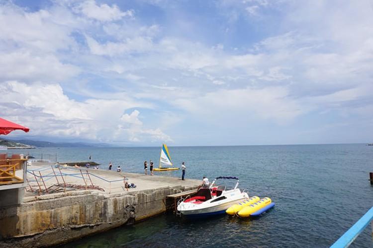 В Крыму есть все стандартные пляжные развлечения - никаких отличий от Турции или Египта. Кроме цен, они процентов на 30% ниже чем в Анталии или Шарме.