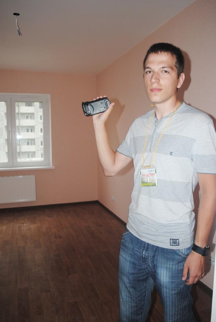 Некоторые из участников для оценки снимали планировки и обстановку на камеры. Фото: Анна Мухтарова