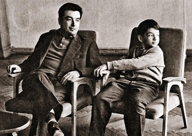 Евгений Максимович с сыном Сашей. 1960-е годы. Фото: личный архив Е. Примакова.