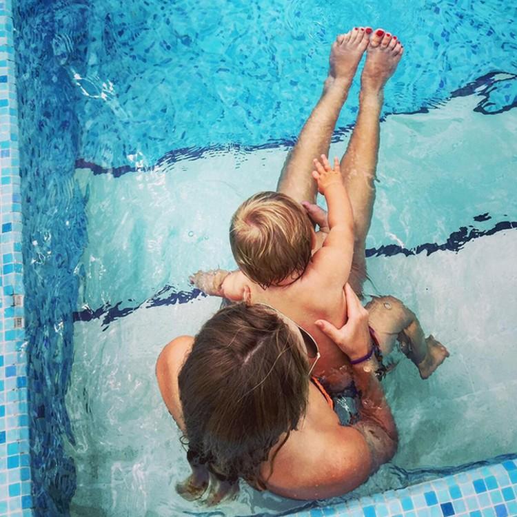 На фото 15-летняя Саша со своей младшей сестренкой Надей. Фото: instagram.com
