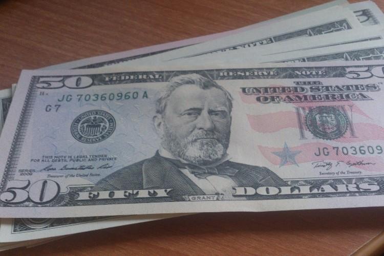 За двух приведенных друзей человеку обещают 200 долларов