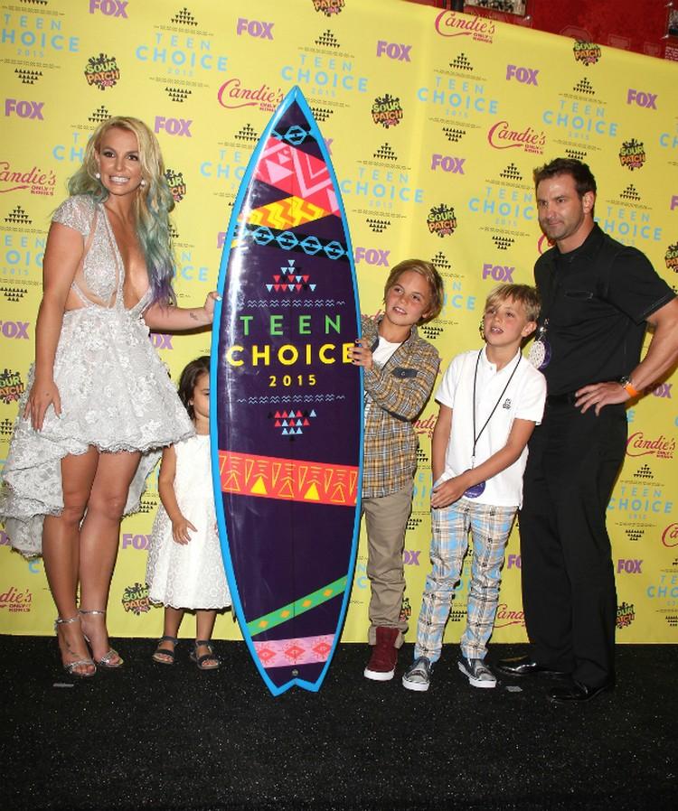 """Бритни победила в номинации """"Икона стиля""""."""