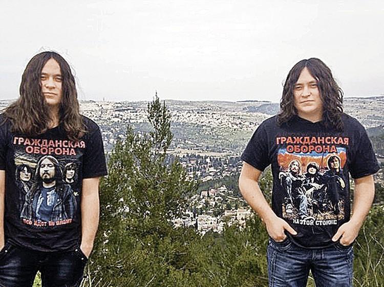 Роману (слева) операцию уже сделали, его брату-близнецу она еще предстоит. Фото: личный архив.