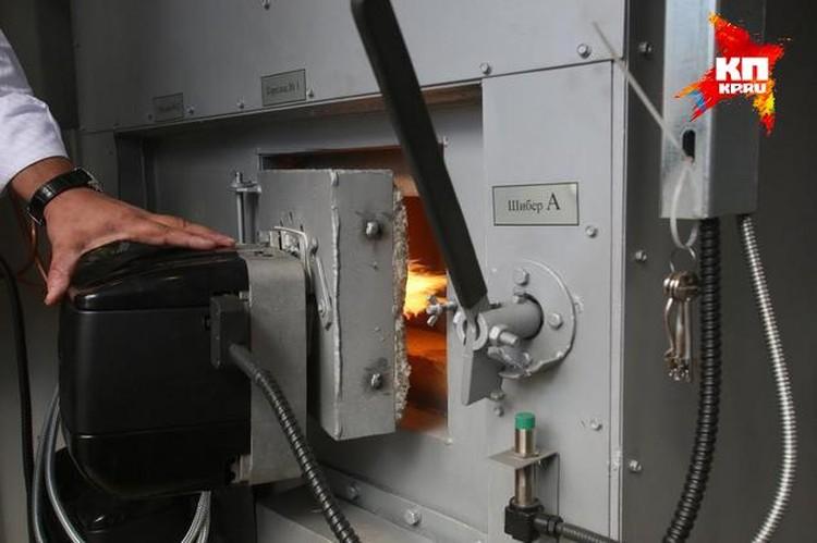 За час сгорает пятьдесят килограммов продуктов.