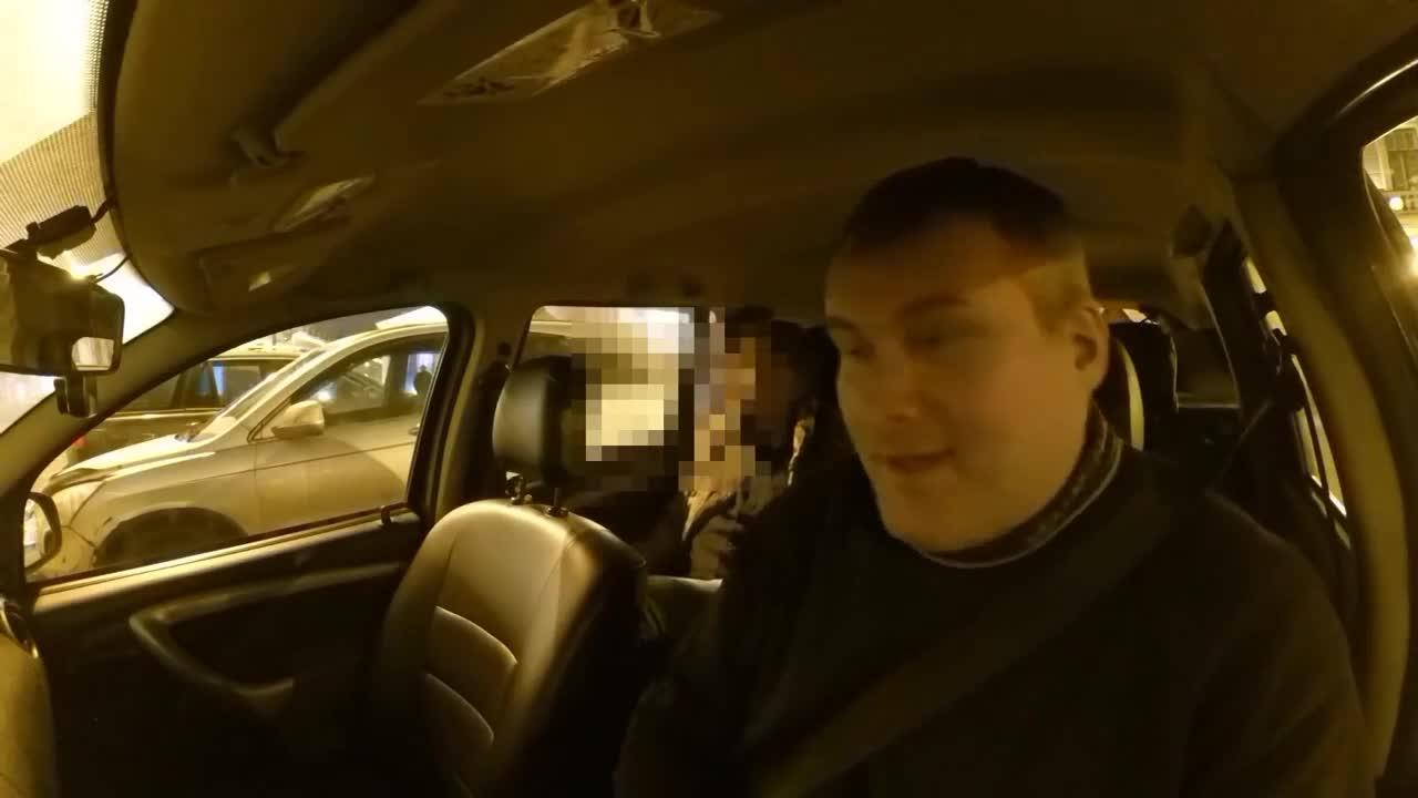 Секс в машине сначала с шефом а потом с его водителем