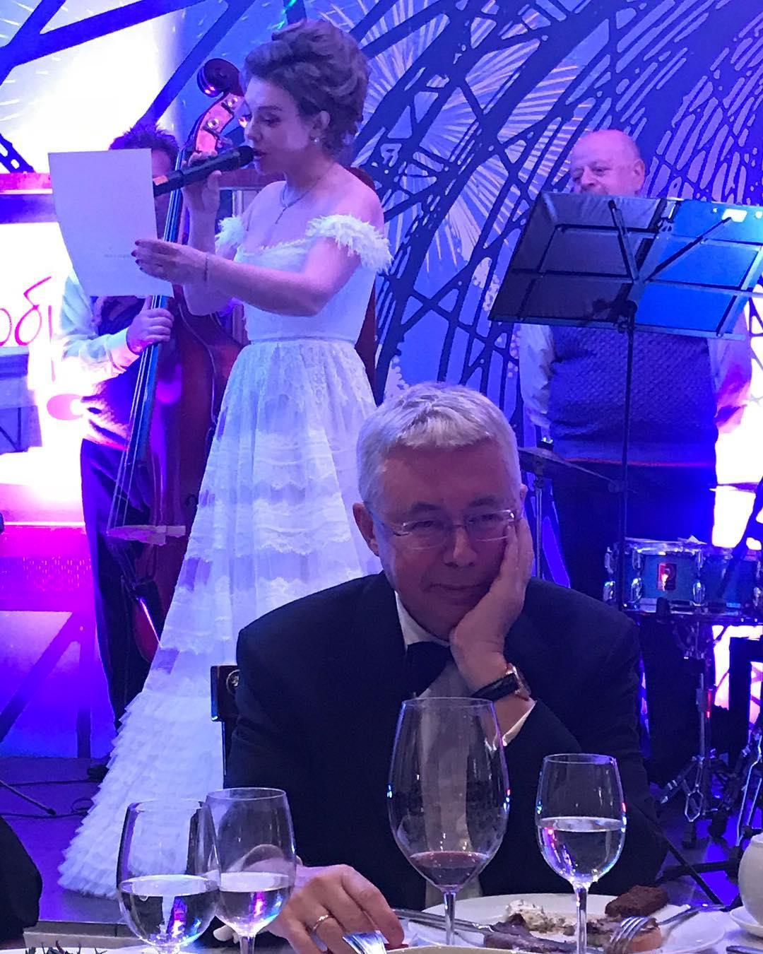 Божена Рынска сыграла свадьбу в ресторане в центре Москвы