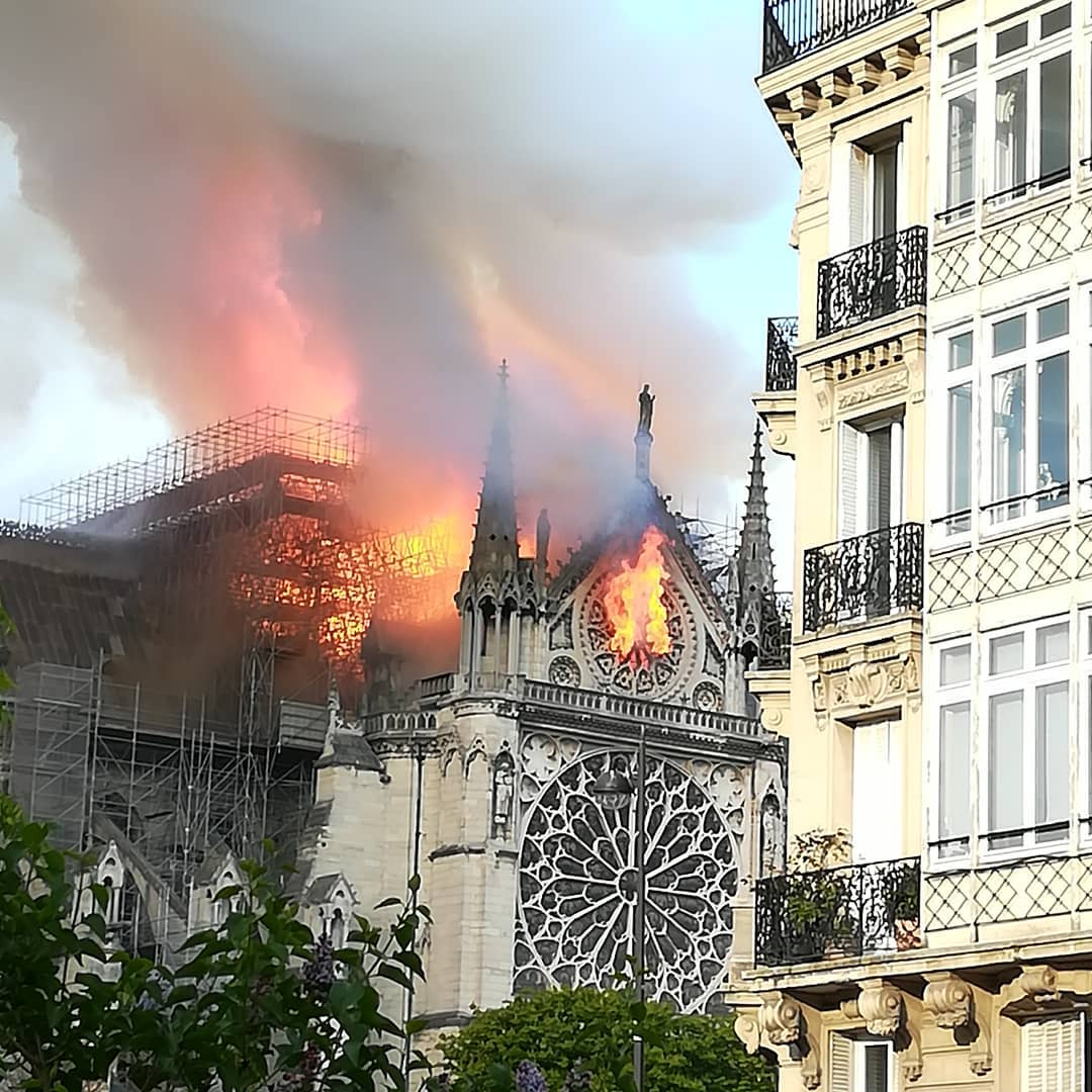 #NotreDameOnFire Where are the fire fighters!!??!!