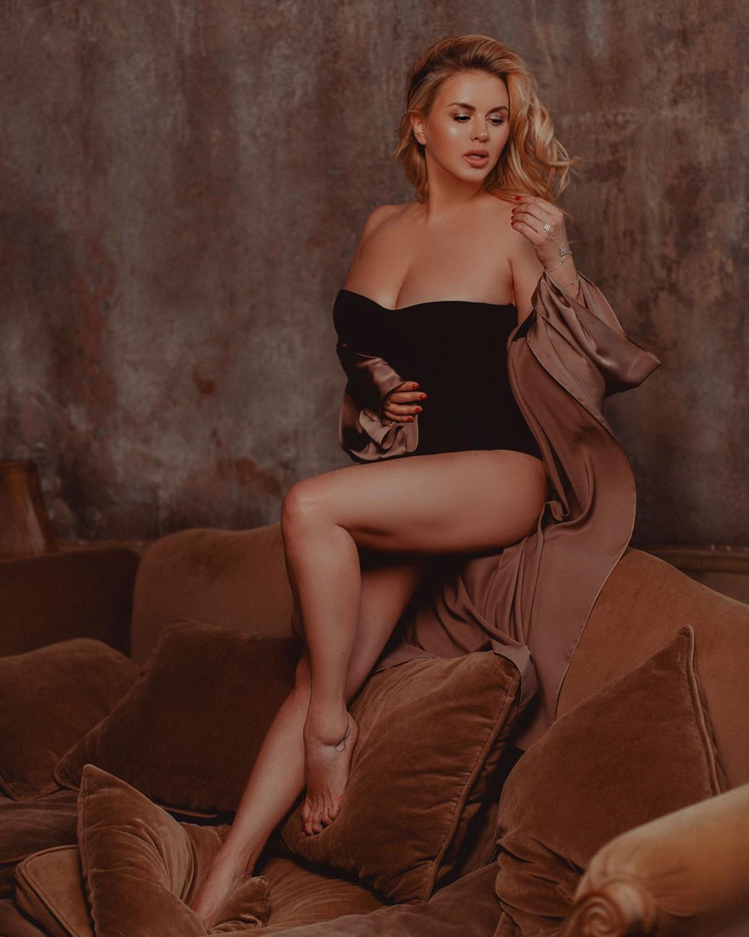 Анна Семенович призналась, что находилась в разрушительных отношениях с мужчиной